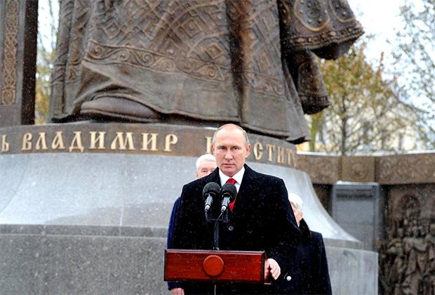 Князь Владимир вошел в историю как собиратель и защитник русских земель, считает Владимир Путин
