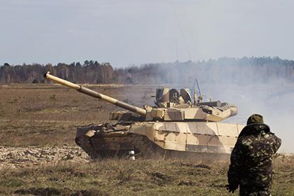 Танк с нетрезвыми украинскими военнослужащими раздавил гражданский автомобиль, трое погибших