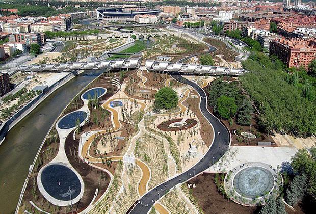 Парк и прогулочная зона Madrid Rio в Мадриде