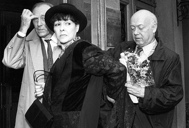 Слева направо: композитор Родион Щедрин, поэтесса Белла Ахмадулина и художник Борис Мессерер на презентации фотоальбома балерины Майи Плисецкой.