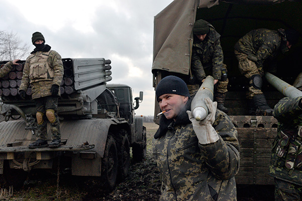 Ukrainian servicemen unload Grad rockets from a truck before launching them towards pro-Russian separatist forces outside Debaltseve, eastern Ukraine February 8, 2015. Nine Ukrainian soldiers have been killed and 26 wounded in fighting with Russian-backed separatists in Ukraine's eastern regions in the past 24 hours, a Kiev military spokesman said on Monday. Ukraine's military say fighting has been particularly intense around the town of Debaltseve, a major rail and road junction northeast of the city of Donetsk. Regional police chief Vyacheslav Abroskin said seven civilians had been killed by shelling in Debaltseve and another frontline town of Avdiivka on Sunday. Picture taken February 8, 2015. REUTERS/Alexei Chernyshev