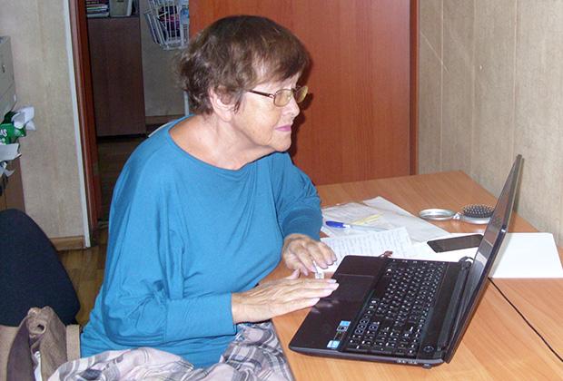 Светлана Викторовна осваивает компьютер