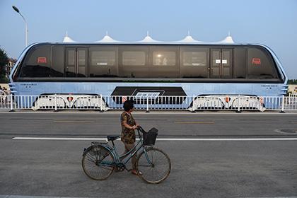 Китайский автобус-портал бросили на окраинах Шанхая - Real estate