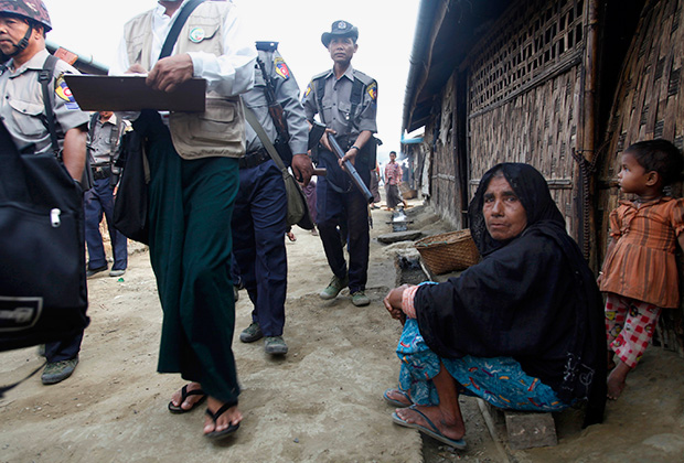 Беженцы-рохинджа в лагере для перемещенных лиц