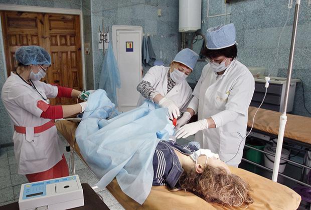 Оказание первой помощи пациентке, впавшей в кому после употребления курительной смеси