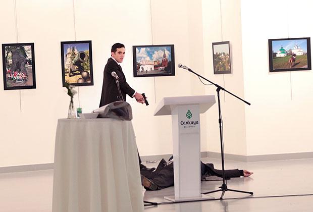 Алтынташ над телом Карлова