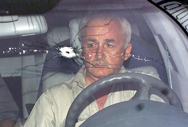 Автомобиль российского посольства, попавший под обстрел американцев. Багдад, 2003 год
