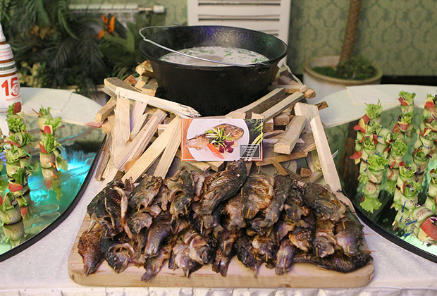 На столах местных жителей чаще всего оказываются нельма, муксун, омуль, осетр, ряпушка, чир и щука