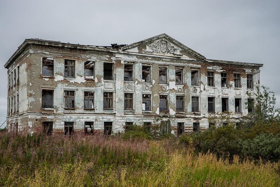 Заброшенный Дом культуры в шахтерском поселке под Воркутой