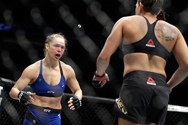 Бывшая чемпионка UFC Роузи проиграла Нуньес нокаутом на48-й секунде боя