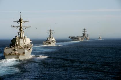 «Карл Винсон» и корабли сопровождения на учениях