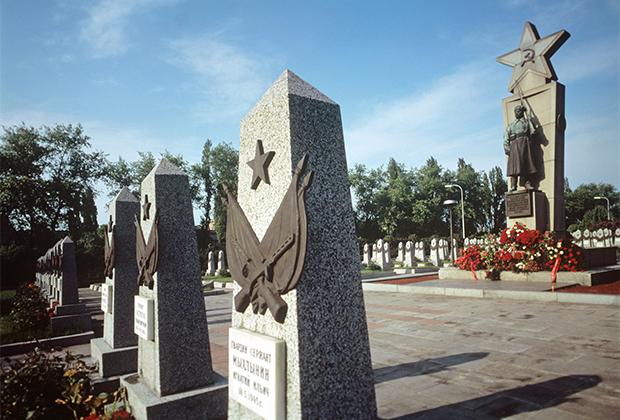 Захоронения советских солдат и офицеров на Ольшанском кладбище в Праге