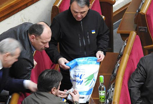 Украинских парламентариев возмутила водка с акцизом ДНР