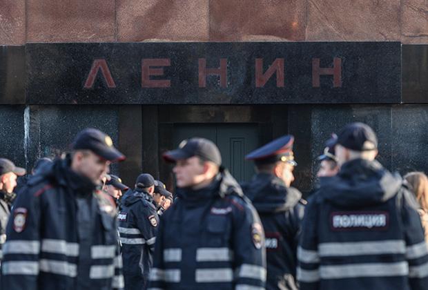Мавзолей Ленина вход
