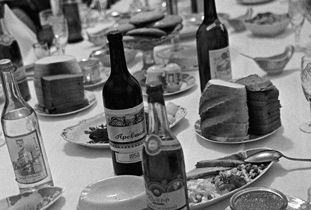 Банкетный стол, 1963 год