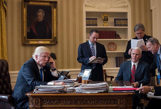 Дональд Трамп по телефону разговаривает с Владимиром Путиным. 28 января 2017