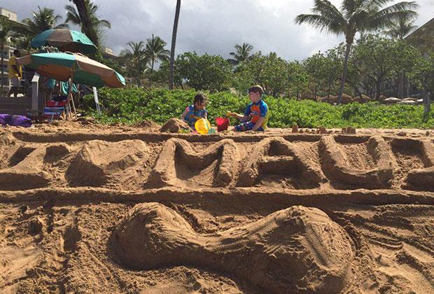 Отдых на Гавайях, надпись на песке сделала автор