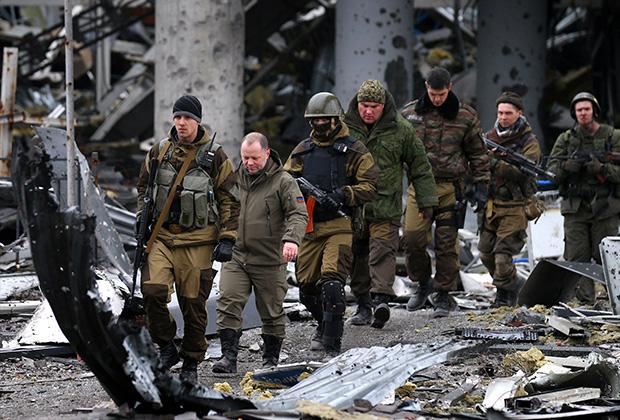 Гиви (третий справа) принимал участие в боях за Славянск, Иловайск, аэропорт Донецка
