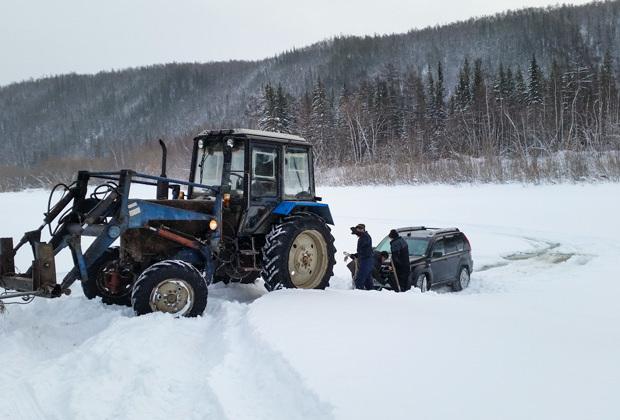 Лед на Кириме крепкий, но ехать придется поверх него, по спрессовавшемуся за зиму снегу