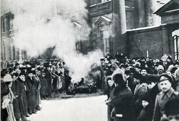 Сожжение имперских символов, 1917 год
