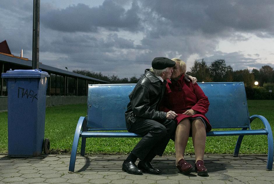 Людмила: «Любовь — это когда не можешь жить без этого человека». <br><br> Павел: «Любовь — это самое сладкое чувство в душе человека».