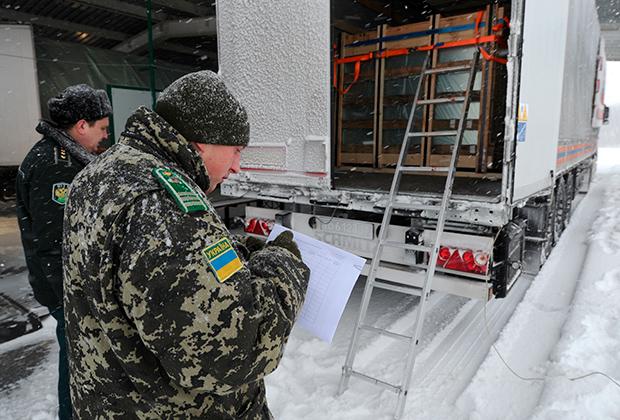 Сообщалось, что участники блокады будут охранять границу Украины с Крымом совместном с украинскими пограничниками и таможенниками