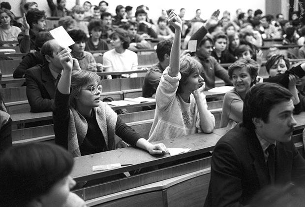 1992 год. Выборы членов студенческого совета одного из столичных вузов