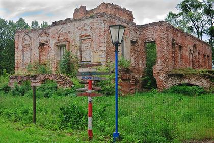 Руины господского дома в усадьбе Ольгово. Дмитровский район, Московская область