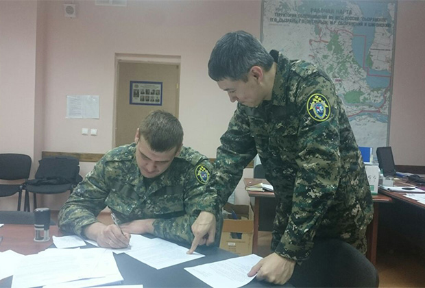 Руководитель следственной группы Дмитрий Хан и следователь Артем Иванов в штабе по раскрытию преступления