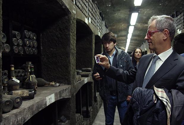 Глава Торгово-промышленной палаты области Венето Жиананжело Белати во время поездки итальянской делегации в Крым оценил не только памятник  «Вежливым людям», но и винные погреба «Массандры»
