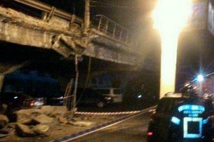 ВКиеве частично обвалился мост над проспектом Победы