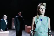 """Маруся Фомина в сцене из спектакля """"Ивонна, принцесса Бургундская"""" (справа)"""