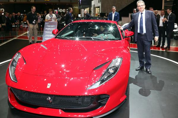 ВЖеневе Феррари  представила суперкар Феррари  812 Superfast