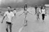Знаменитый снимок, ставший хрестоматийным наряду с «Вьетконговским солдатом», Ут сделал в 1972 году, когда ему был 21 год. На фото запечатлены дети, бегущие по дороге от бомбардировки напалмом.   <br> <br>  В центре снимка — 9-летняя обожженная напалмом Фан Тхи Ким Фук. Фотограф вспоминает, что расплакался, когда увидел напуганных, пытающихся спастись детей. Ут сделал кадр, а затем  отвез их в больницу на машине Associated Press.  <br> <br>  Ким Фук обрела мировую известность и впоследствии стала послом доброй воли ООН. В настоящее время она с семьей проживает в Канаде, занимается медициной и помогает детям.