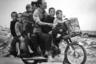 Семья беженцев направляется к Сайгону, 19 июня 1972-го.