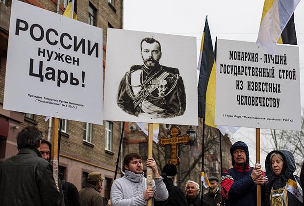 Участники «Царского Русского Марша» в честь 400-летия царственного Дома Романовых