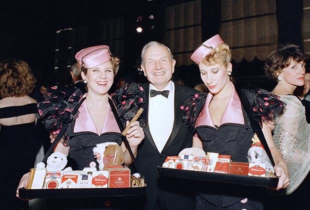 На открытии ночного клуба «Радужная комната» в Рокфеллер-центре, Нью-Йорк, 1987 год.