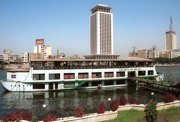 Queen Boat — плавучий ночной клуб в Каире, на борту которого в 2001 году полиция накрыла гей-вечеринку