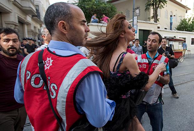 Задержание участника гей-парада в Стамбуле