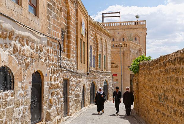В старой части Мидьята имеется шесть церквей и монастырей