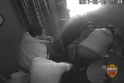 Отбивавшийся от грабителей фаллическим предметом мужчина ...: https://lenta.ru/news/2017/03/23/kvrazboi/