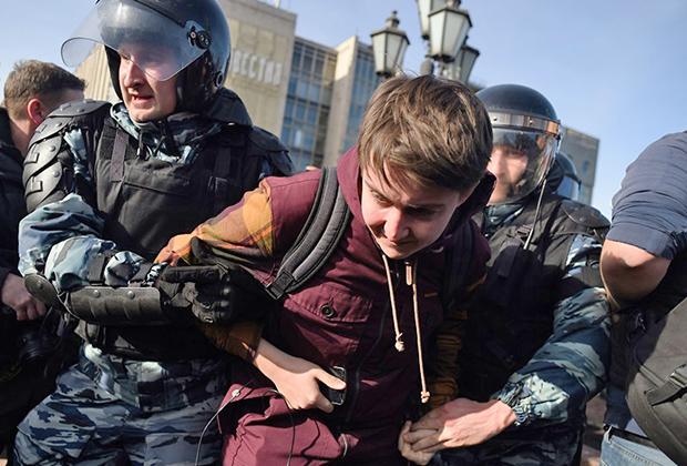 Задержание участника акции против коррупции на Пушкинской площади в центре Москвы