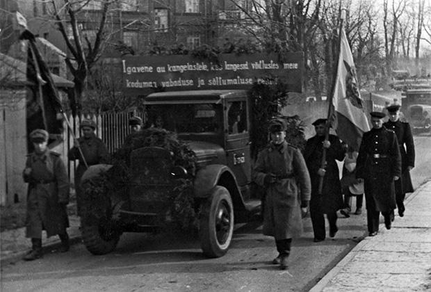 Церемония закладки памятника на могиле красноармейцев, погибших в Великую Отечественную