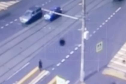 Опубликовано видео наезда полицейской машины на пешехода в Москве