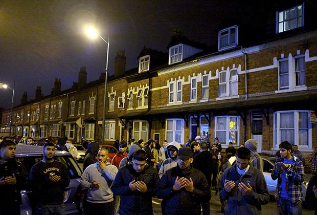 Поминальное шествие в память мусульман, погибших при погромах 2011 года