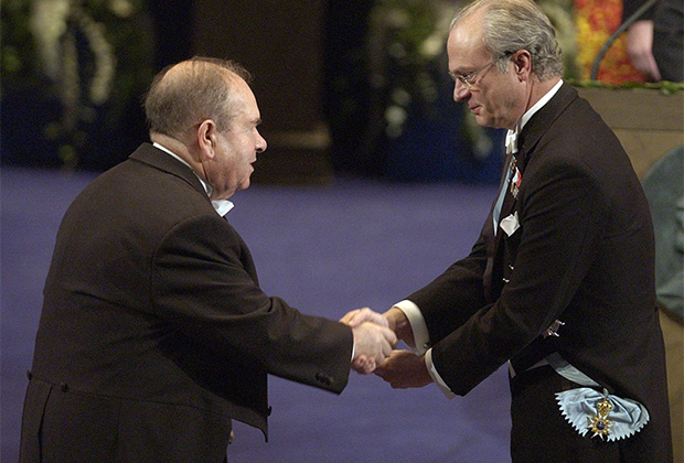 Алексей Абрикосов на церемонии вручения Нобелевской премии