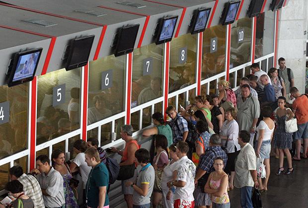 Обменять билеты на другие места, вагон или поезд можно только в кассе на вокзале