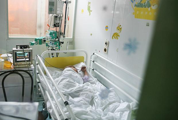 После химиотерапии дети находятся в стерильных боксах
