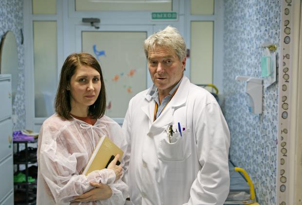 Георгий Менткевич и представительница фонда «Настенька» Светлана