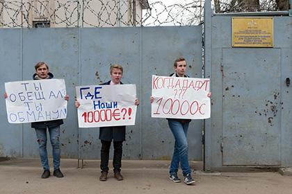 Обманутые школьники ждали Навального успецприемника